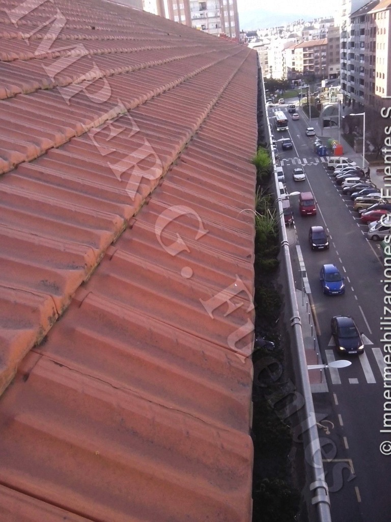 Mantenimiento y limpieza de canalones de evacuación de aguas pluviales del tejado